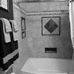 Bad ohne Fenster? LED-Panel sorgen für natürliche Helligkeit