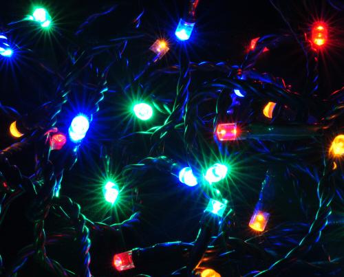 idena 80er LED Lichterkette mit bunten LEDs - Länge 1600 cm, für den für Innen- und Außenbereich