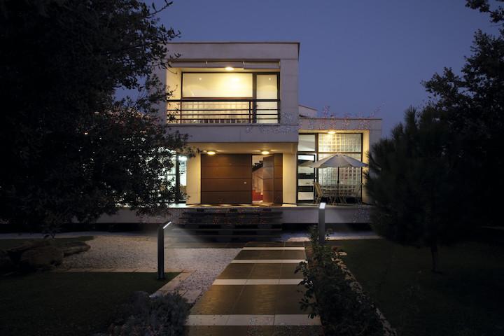 LED Außenleuchte für Helligkeit und Sicherheit im Haus und Garten