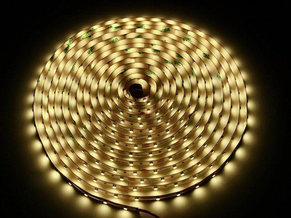 LED Streifen RGB und warmweiss