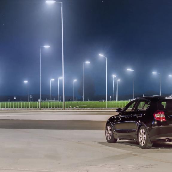 LED Straßenleuchte mit Halterung